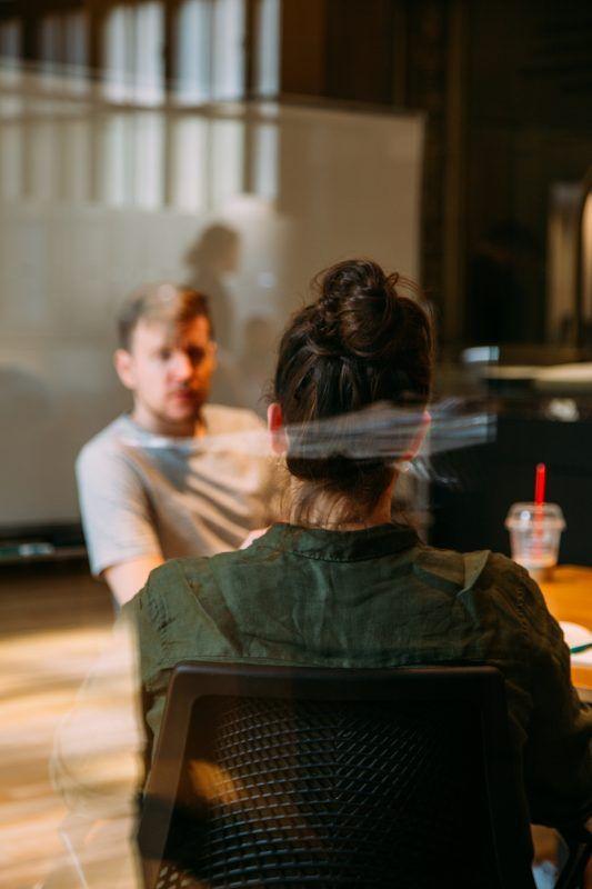 Cómo gustarle más al algoritmo de LinkedIn La relación de los usuarios de internet con LinkedIn se puede calificar de peculiar. Muchos son los que se abren una cuenta y no utilizan jamás esta red. Otros sin embargo lo ven como un trampolín para relanzar su carrera, buscar un nuevo empleo o conseguir tejer una maraña de contactos. Ya se sabe que estos son fundamentales a la hora de conseguir nuevas oportunidades.